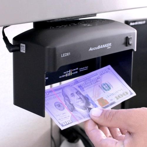2-AccuBANKER LED61 tester bankovek